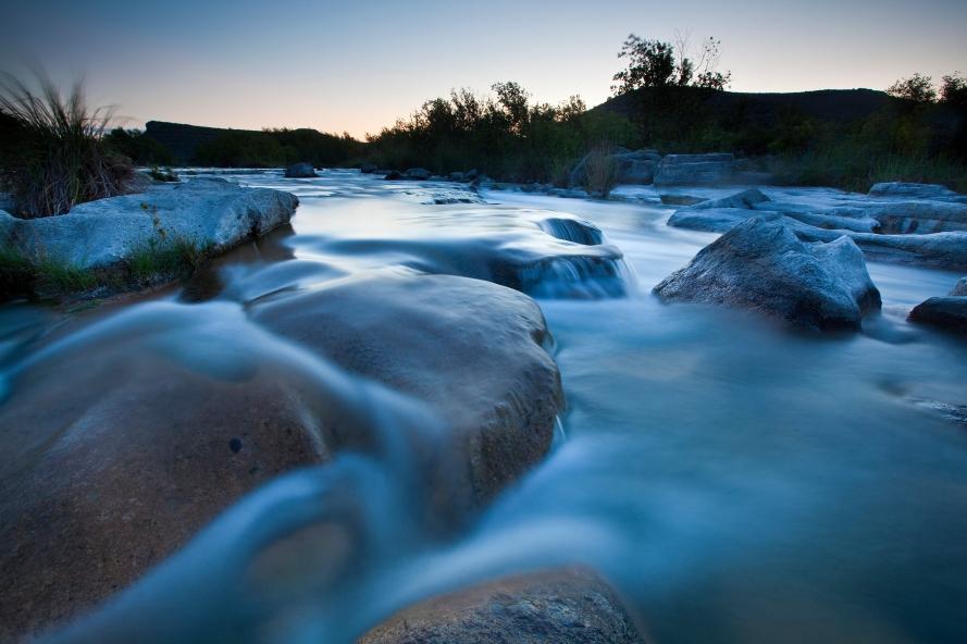 Dolan Falls Preserve, Texas: Detail of water surrounding the Dolan falls.